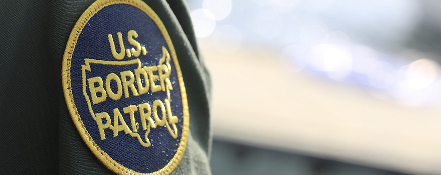 An US Border Patrol agent at the southwest US border [cbp.gov]