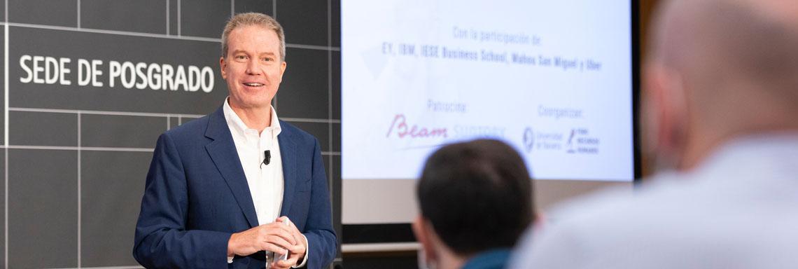 """Greg Burke: """"La comunicación interna y los RRHH deben trabajar juntos para crear cultura corporativa"""""""