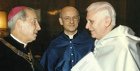 Vicario General de la Prelatura del Opus Dei y Vicario Auxiliar  (1989-2017). Universidad de Navarra